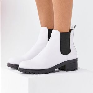Urban Outfitters White Chelsea Boot